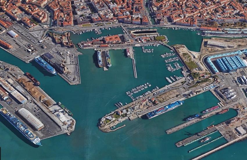 Porto di Livorno, colpito da un cavo di acciaio: muore