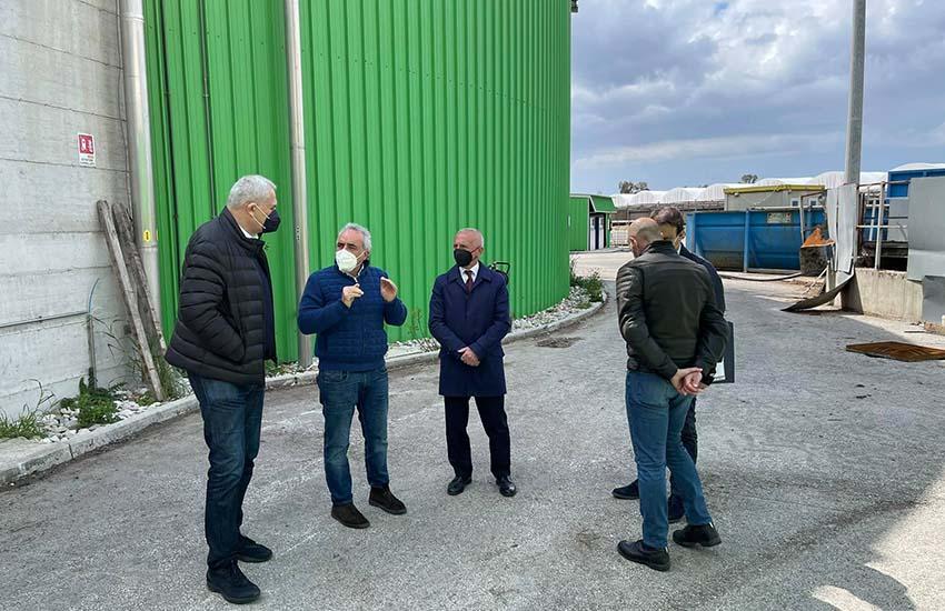 """Santa Maria la Fossa, Caputo all'impianto di biogas e alla """"balzana"""" con una promessa"""