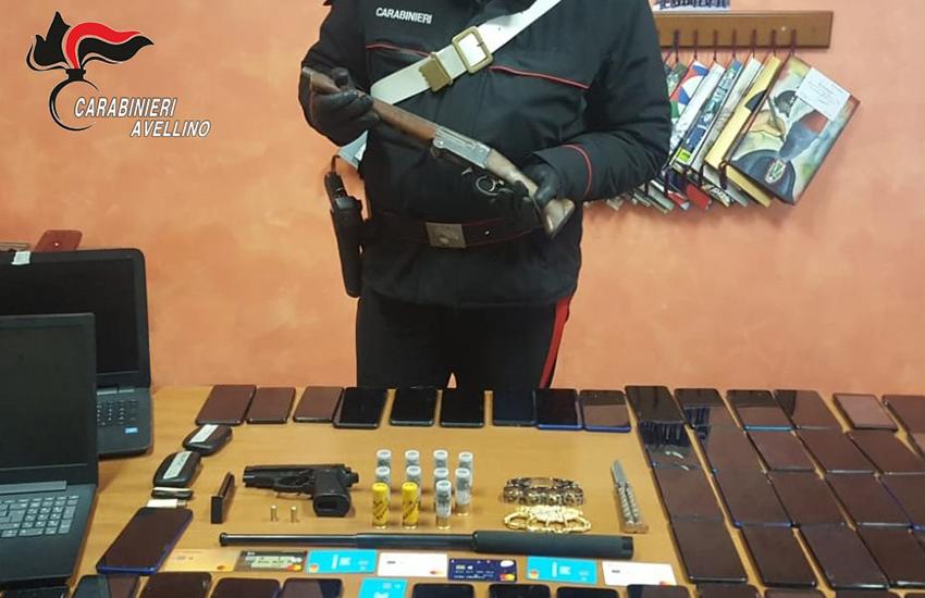 Atripalda, arrestato un 25enne per detenzione illegale di armi e altri 3 per ricettazione