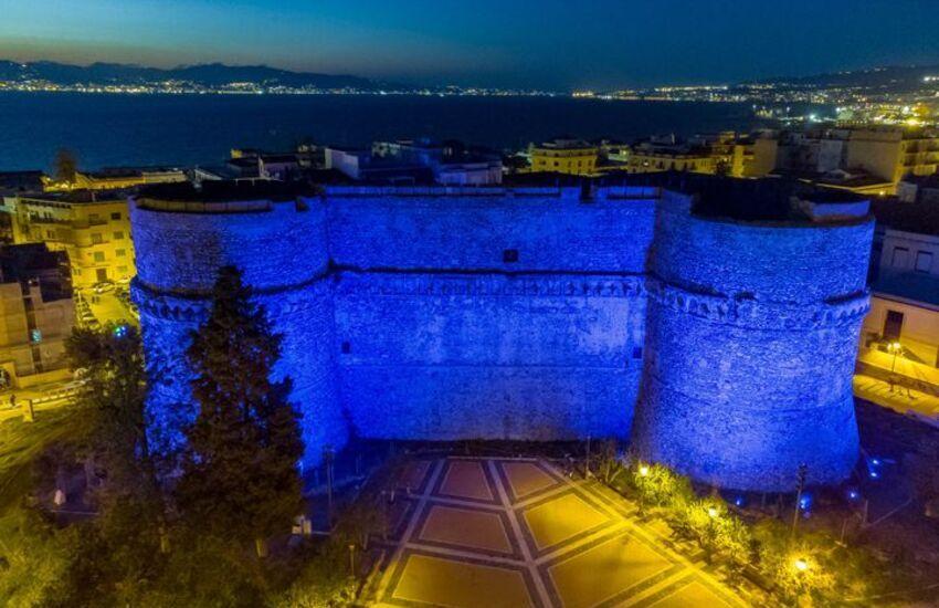Il Castello Aragonese si dipinge di blu per la giornata Mondiale dell'Autismo