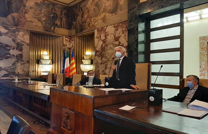 Consiglio comunale d'urgenza a Salerno e per pochi intimi