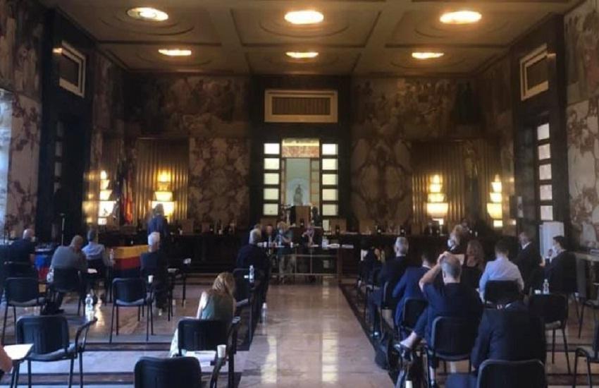 Covid-19, benemerenze per gli operatori sanitari in Consiglio comunale a Salerno