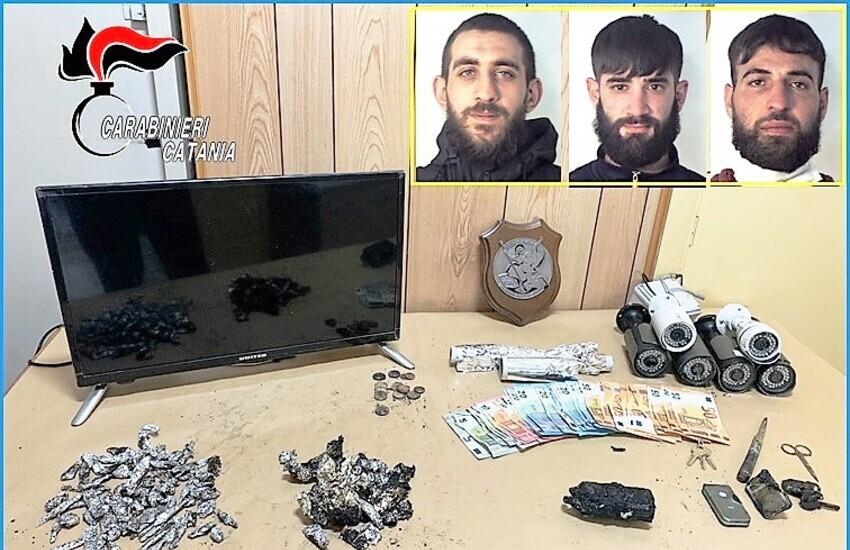Catania, scoperto fortino della droga, arrestati tre pusher