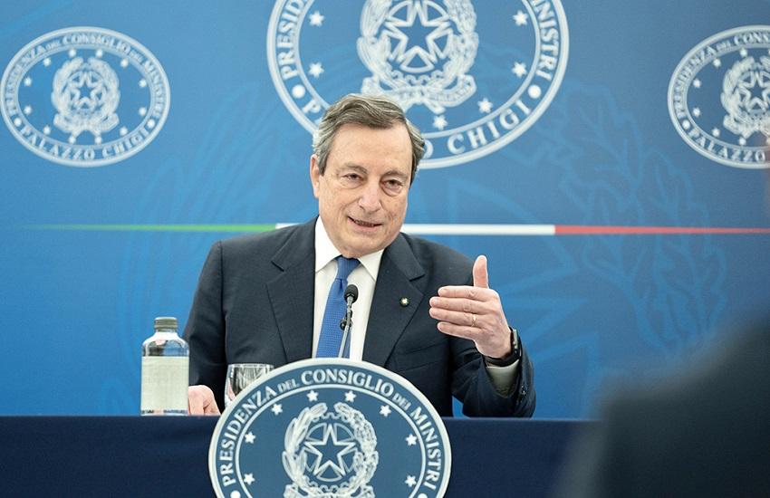 """Draghi in conferenza stampa: """"La disponibilità dei vaccini non è calata, anzi sta risalendo"""""""