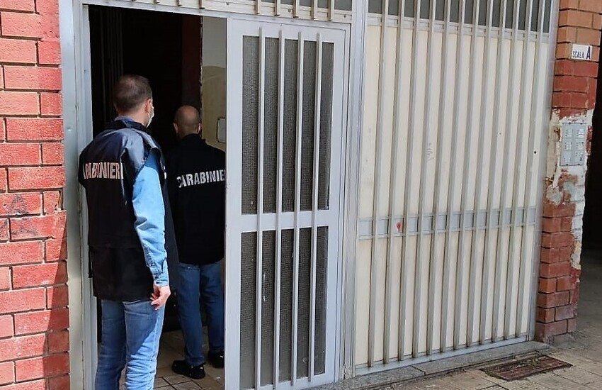 Catania, urina sulla cocaina per disperderne le tracce: arrestato insieme al compare evaso dai domiciliari