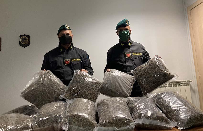 Intercettati dai carabinieri di Aversa 300kg di cannabis pronti per il mercato illegale