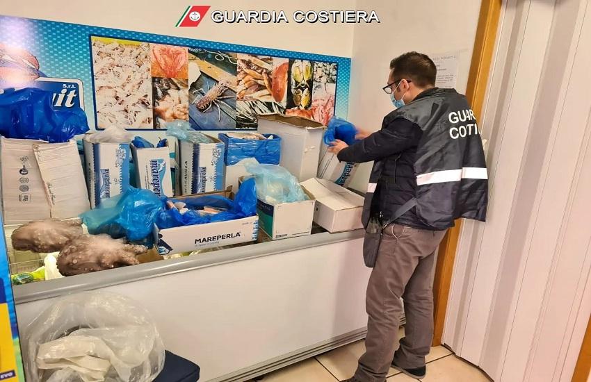 Prodotti ittici senza tracciabilità, sequestro di 100 chili della Guardia Costiera