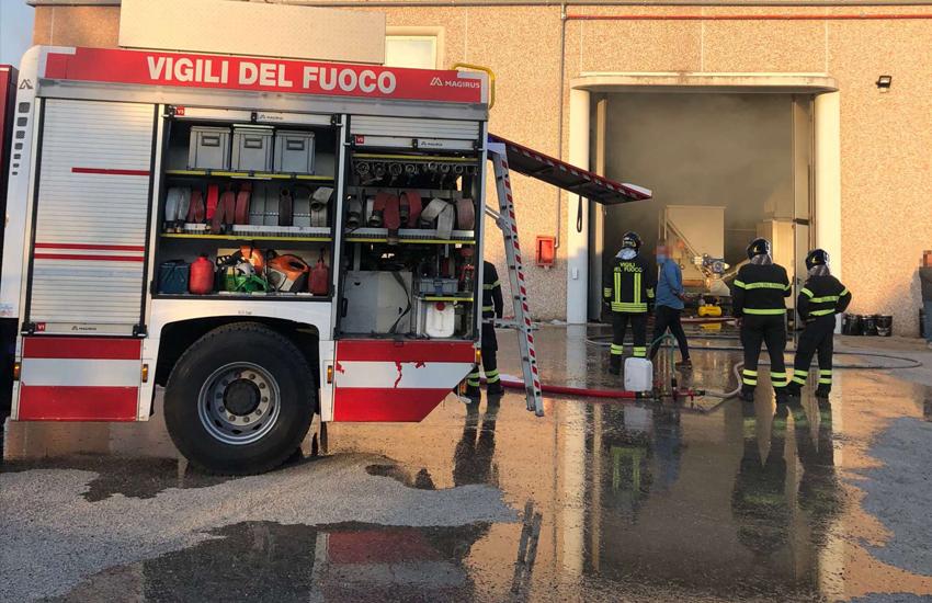Salento in fiamme, ancora un incendio. Brucia una masseria, animali messi in salvo