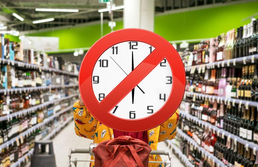 Roma: Raggi proroga stop alle 18 per vendita alcolici nei minimarket