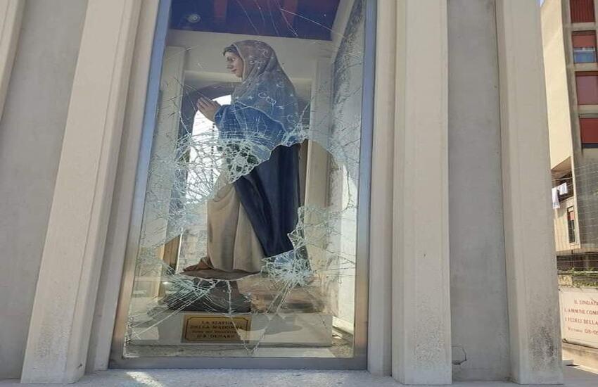Vittoria, vandalizzata statua Madonna dello Scoglio