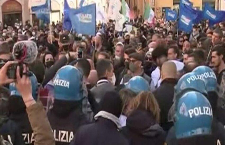 'Io apro', manifestazione domani davanti a Montecitorio: non è stata autorizzata dalla Questura di Roma