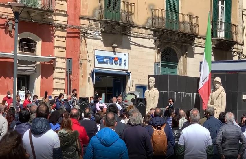 """Ragusa, protesta ristoratori contro restrizioni covid: """"Ora basta"""""""