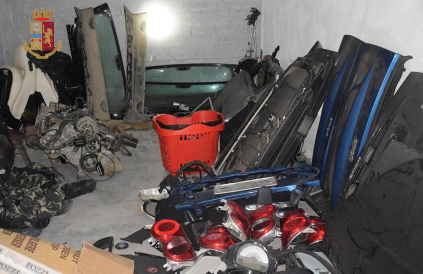 Rubavano auto per rivenderne i pezzi online. In due arrestati per furto