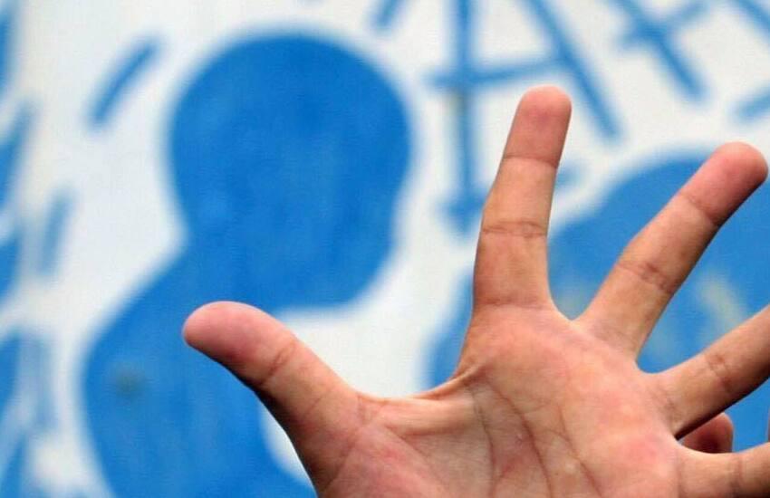 """""""Lunga vita ai diritti"""": il 27 maggio il Castello Aragonese si illumina di blu per celebrare i 30 anni dalla ratifica della Convenzione sui diritti dell'infanzia e dell'adolescenza in Italia"""