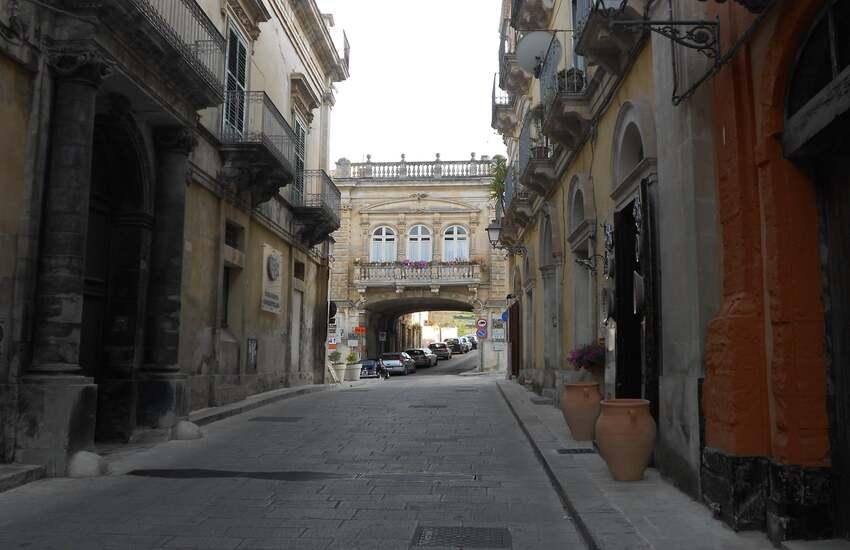 Ragusa, il 16 aprile divieto di transito in Via M. P. Arezzo a Ibla