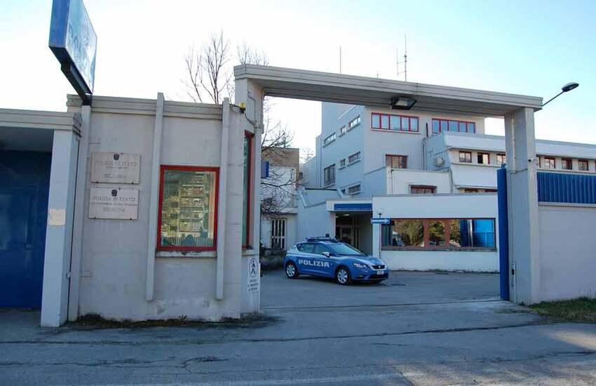 Sulmona, alla guida senza patente e in stato di palese alterazione psicofisica: denunciata e sanzionata una donna