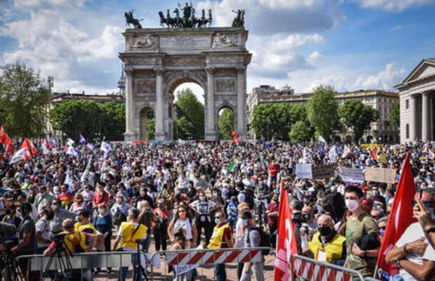Milano: In 8mila in piazza per chiedere approvazione DDL Zan