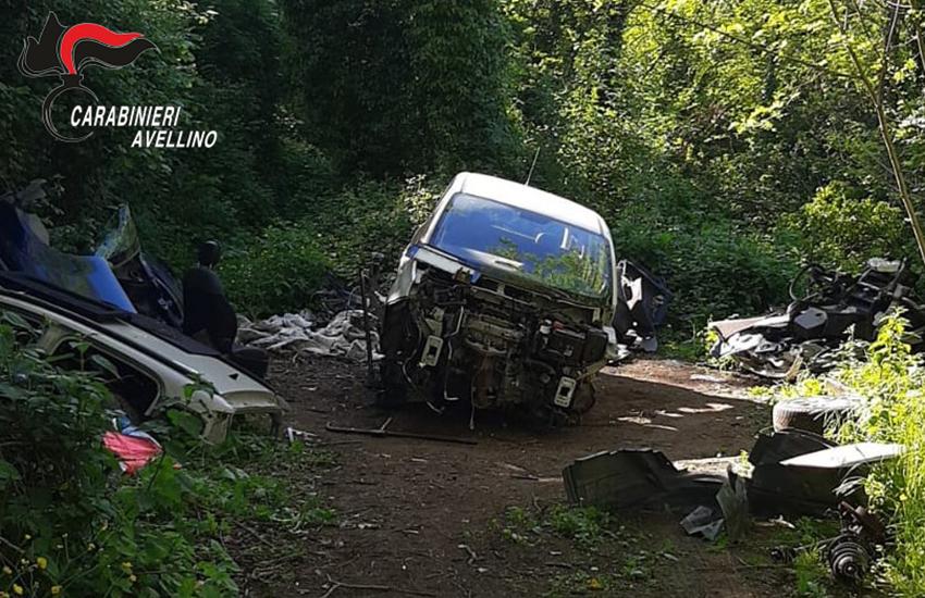San Martino V.C., denunciato un 18enne trovato in un bosco intento a smontare auto
