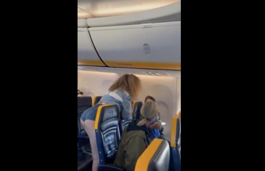 Lite su volo Ryanair Ibiza-Bergamo, scattano le denunce