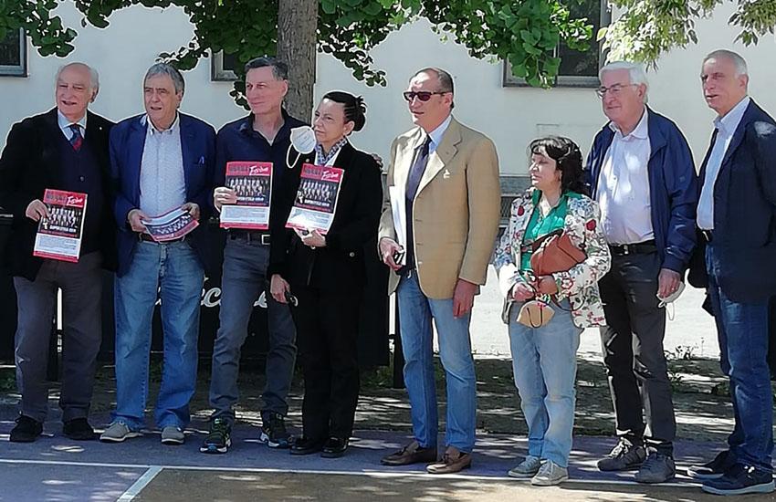 Caserta, il numero speciale di Baskettissimo consegnato a Gianfranco Maggiò