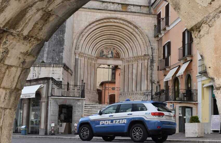 """Sulmona, Daspo urbano """"Willy"""":  giovane per due anni non potrà accedere o stazionare nei pressi di bar e pizzerie del centro storico"""