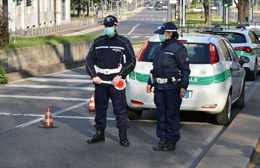 Milano: Grosso ramo si stacca da albero, ferita una donna