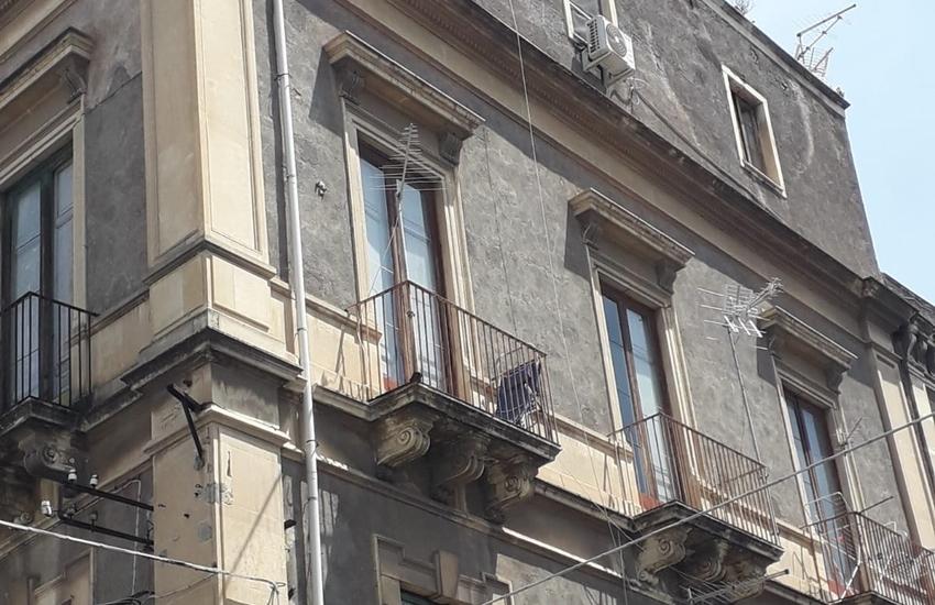 """Catania, sfratti in un condominio di Via Gallo, ma gli inquilini non ci stanno: """"Abitiamo queste case da 28 anni"""""""