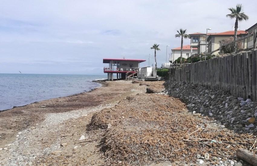 Interventi di ripristino dell'arenile demaniale a nord del porto turistico