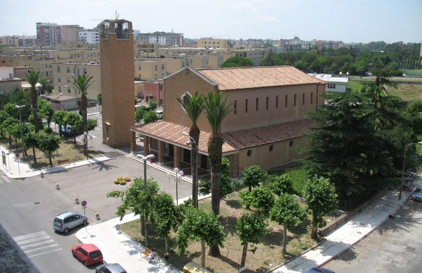 Latina, estorceva denaro al parroco di Santa Maria Goretti: convalidato l'arresto