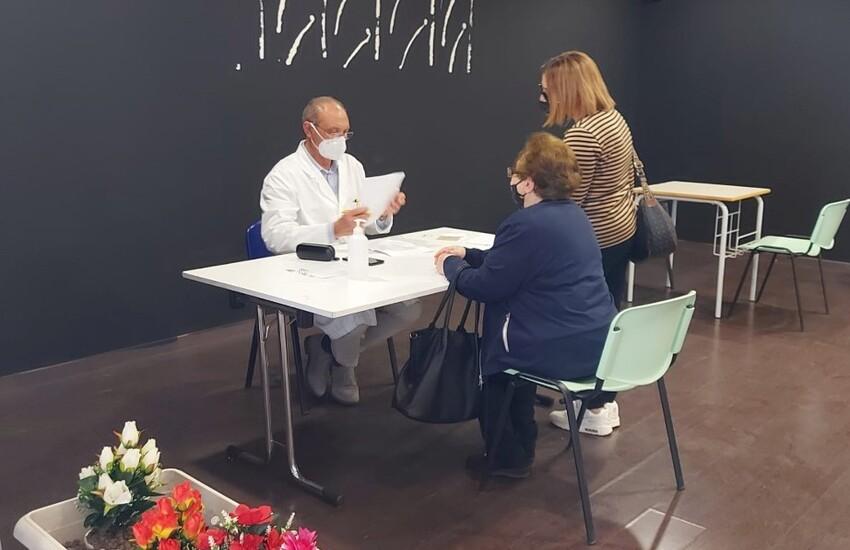Covid: in Sicilia vaccini ai 40enni, dal 17 maggio aperte le prenotazioni. All'Asp di Ragusa ieri somministrate 3.276 dosi di vaccini