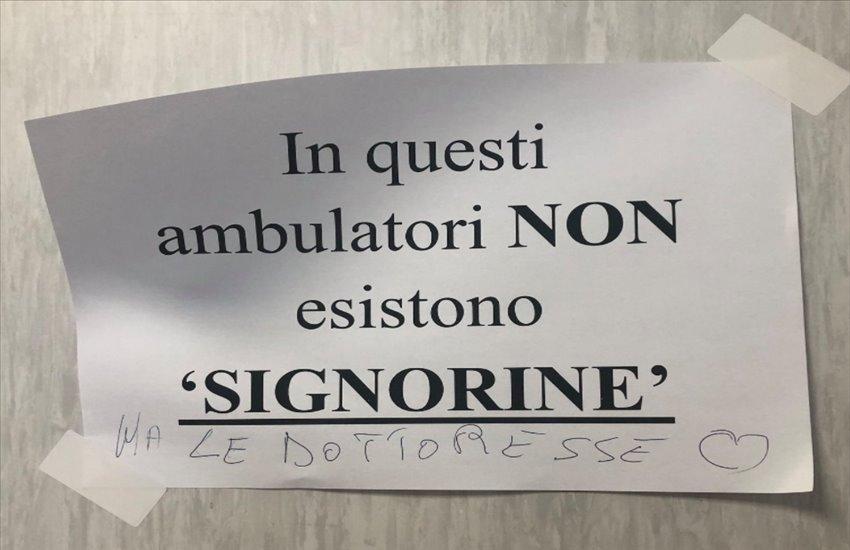 """""""Non siamo signorine"""", la rivolta """"femminista"""" delle dottoresse del San Giovanni di Dio di Frattamaggiore"""