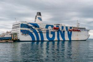 Lampedusa – sovraffollamento negli hotspot, in 600 salgono su nave quarantena
