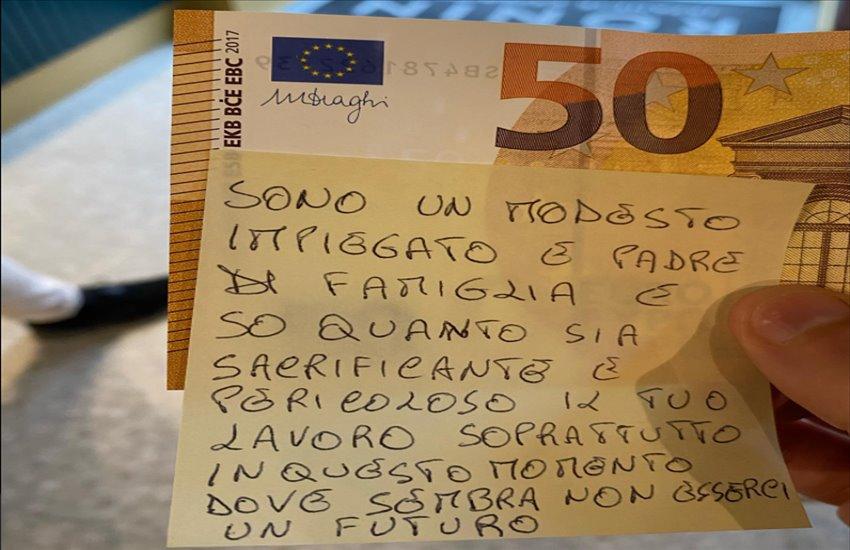 """Portici, lascia come mancia 50 euro ad un fattorino: """"Il tuo è un lavoro sacrificante e pericoloso"""""""