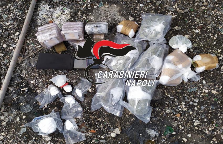 Controlli a tappeto tra Fuorigrotta e Rione Traiano. Rinvenuti oltre 2 chili di droga in un bidone della spazzatura