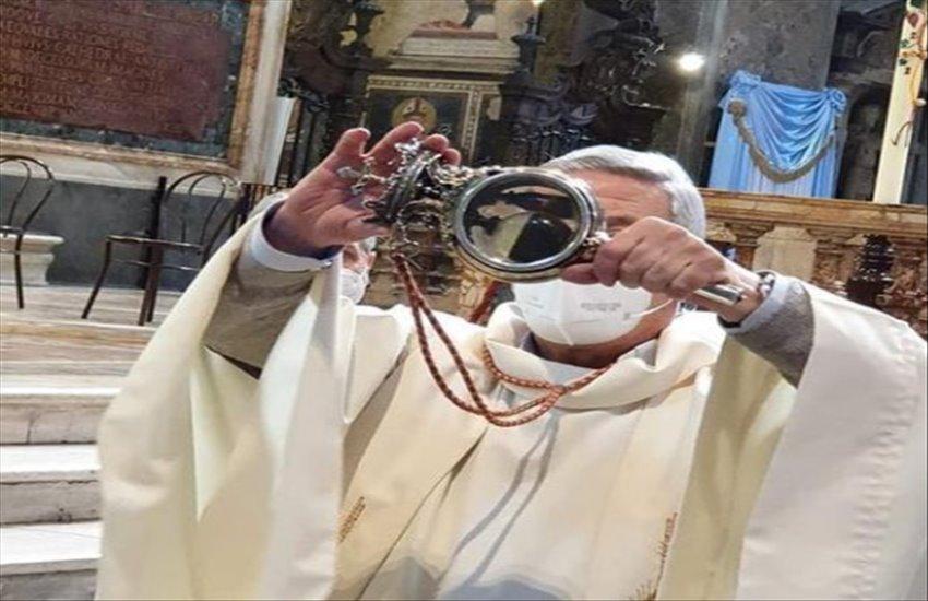"""San Gennaro """"si sveglia"""", finalmente il sangue si è sciolto"""