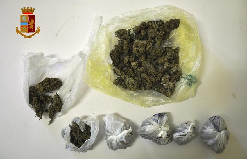 Adrano, trovato con 100g di marijuana in auto senza assicurazione, denunciato