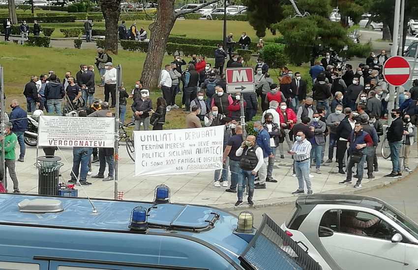 Palermo – manifestazione operai blutec a Piazza Indipendenza