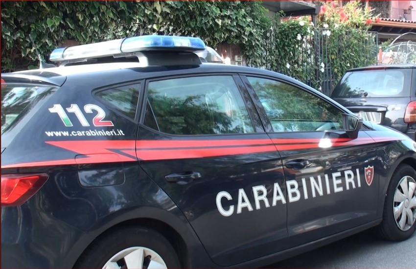 Milano: Selvaggiamente aggredito alla fermata dell'autobus, finisce in ospedale