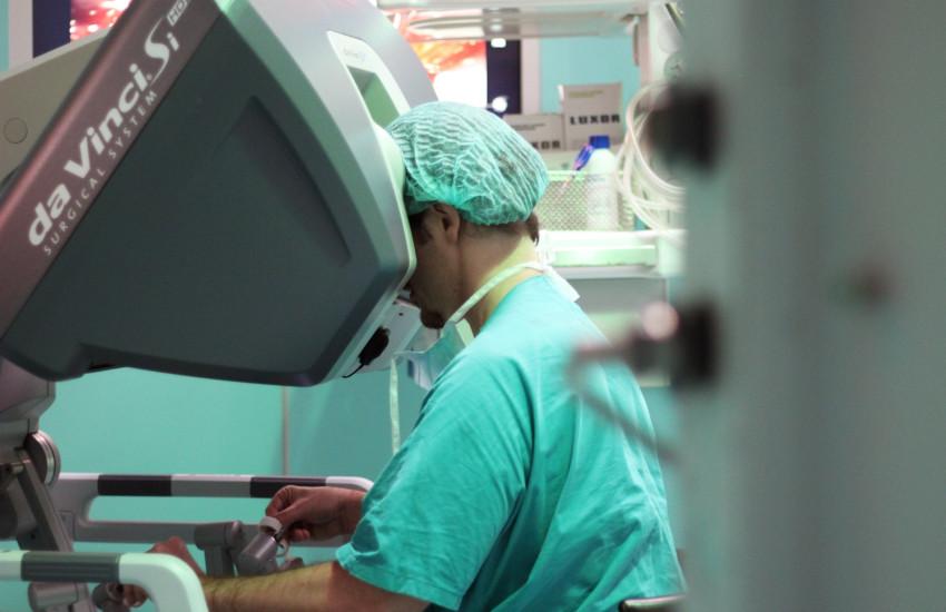 Torino, robot asporta tumore a una bimba di 4 anni: intervento senza precedenti in Italia