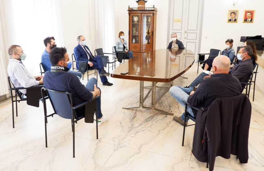 Caltagirone, incontro sindaco e direttivo Confcommercio: patto di collaborazione per la ripartenza della città