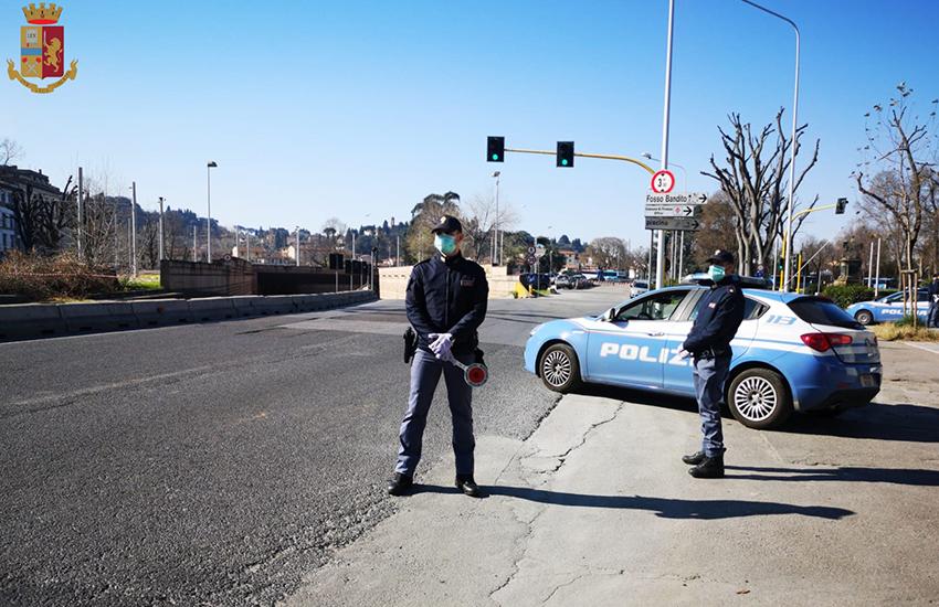 Tenta di rubare una bicicletta di fronte agli agenti: arrestato pusher 40enne