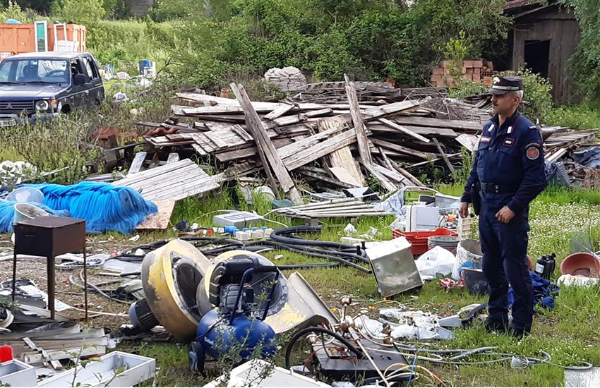 Campi, discarica abusiva di 6mila metri quadrati: denunciato il proprietario