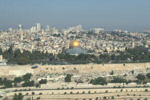 Gerusalemme est, Spianata delle moschee: tensioni si trasformano in un vero e proprio conflitto armato