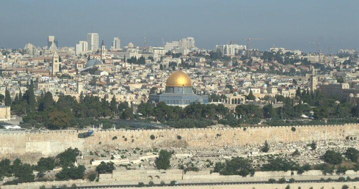 Striscia di Gaza: un centinaio di razzi verso Israele