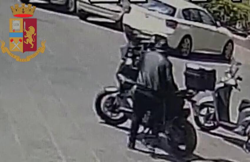 Catania, rubava motorini in pochi secondi, arrestato dopo un folle inseguimento