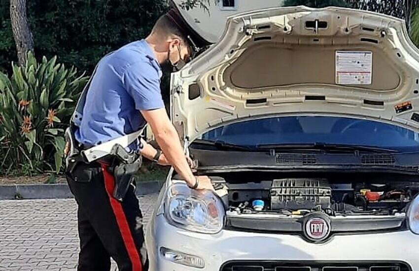Ramacca, nascondeva la droga nel vano motore dell'auto presa a noleggio