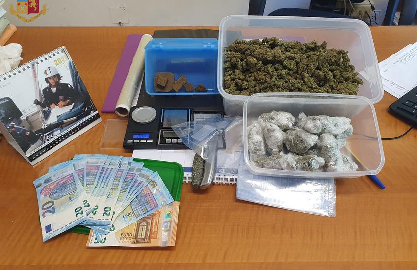 Roma, pusher sorpreso con 381 grammi di droga in casa: arrestato