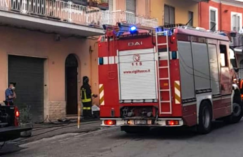 Priverno, fuori servizio, vigile del fuoco si getta tra le fiamme per salvare un'anziana. Il ringraziamento del sindaco Bilancia
