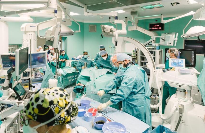 Intervento record a Niguarda: tumore al rene esteso fino al cuore rimosso con robot e cannula