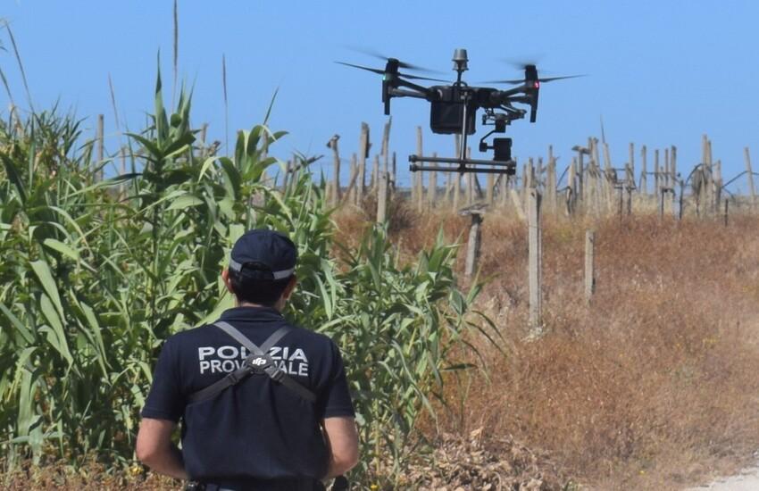 """Polizia Provinciale di Ragusa: lotta alle """"fumarole"""" anche con il drone. Denunciati sei imprenditori agricoli"""